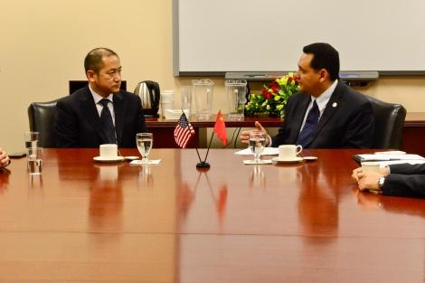 Vice Mayor Wang Jun and Mayor Pro Tem Ed Gonzalez meet at City Hall