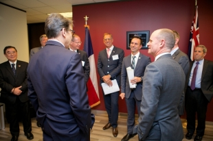 Governor Perry and Premier Newman. Photo courtesy of Trade & Investment Queensland.